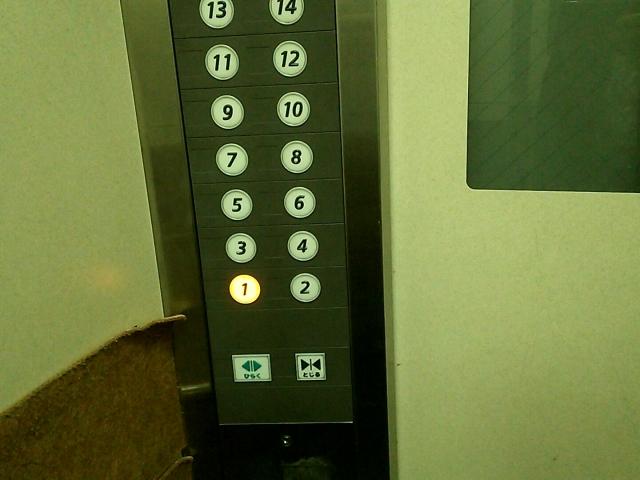真夜中のエレベーター